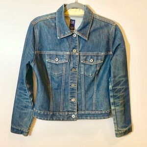 Gap washed denim M classics jean jacket w pockets